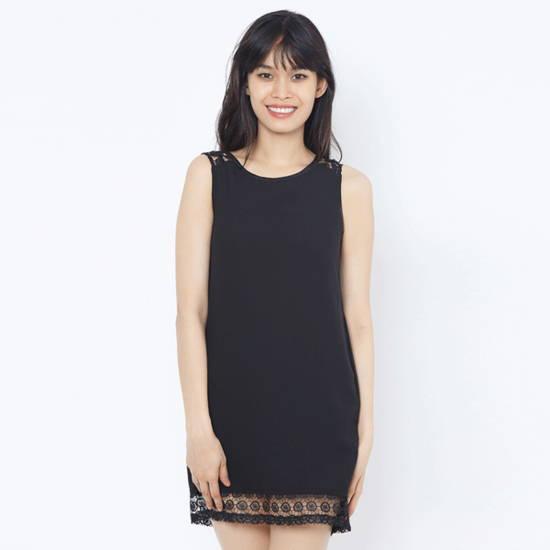Đầm suông đen phối ren vai và lai Leena 4DN07
